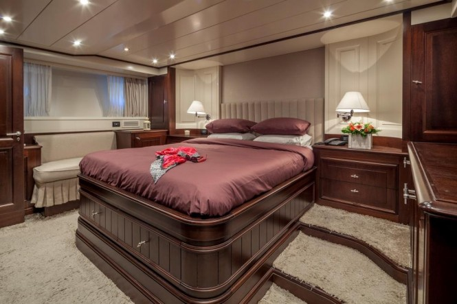 M/Y HARMONYA - Master suite on the lower deck