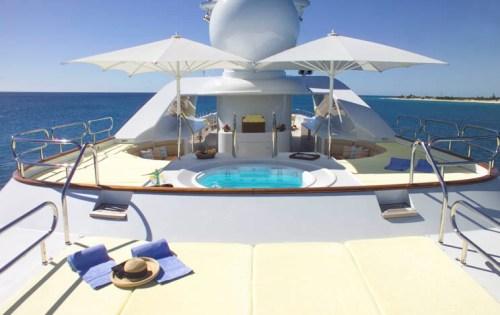 M/Y HUNTRESS - Sundeck sunpads and spa pool