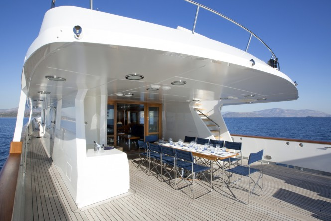 MY LIBRA Y- Aft deck main deck