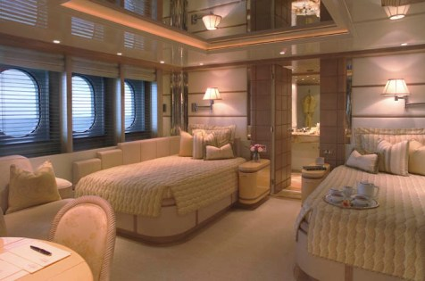 One of the luxurious twin cabins aboard M/Y HUNTRESS