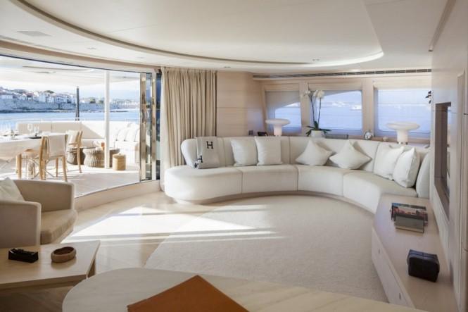 Skylounge aboard motor yacht G3