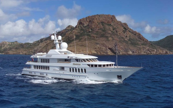 Superyacht HUNTRESS - Built by Feadship
