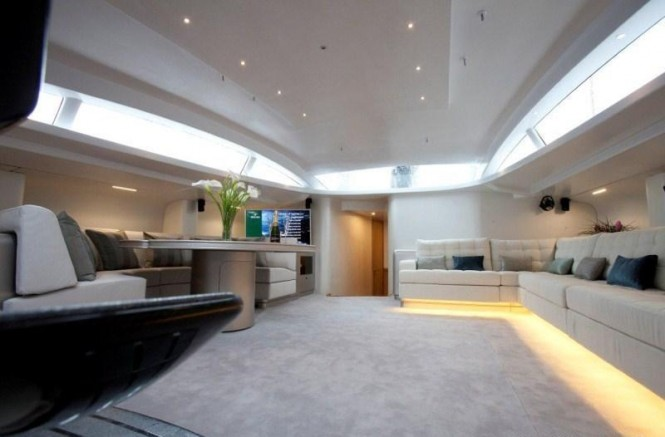 The contemporary main salon within S/Y LEOPARD 3