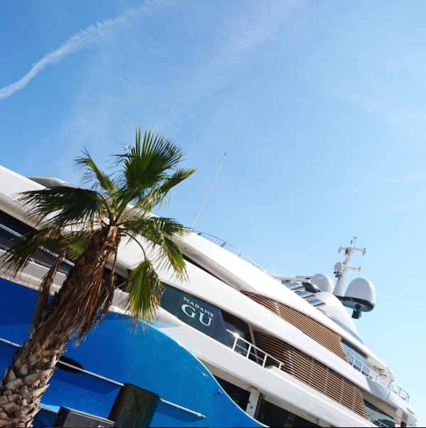 Madame Gu - close -up - in Port Vell. Photo by @poucrito