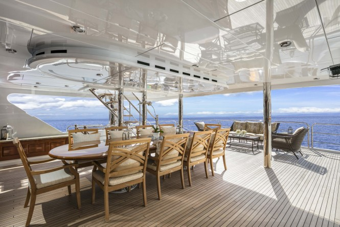 Classic alfresco dining - Upper deck aft of M/Y SILVER LINING