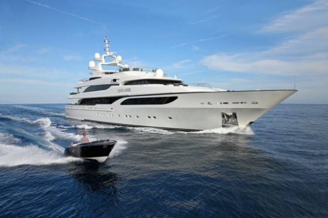 Luxury Benetti Yacht SILVER ANGEL