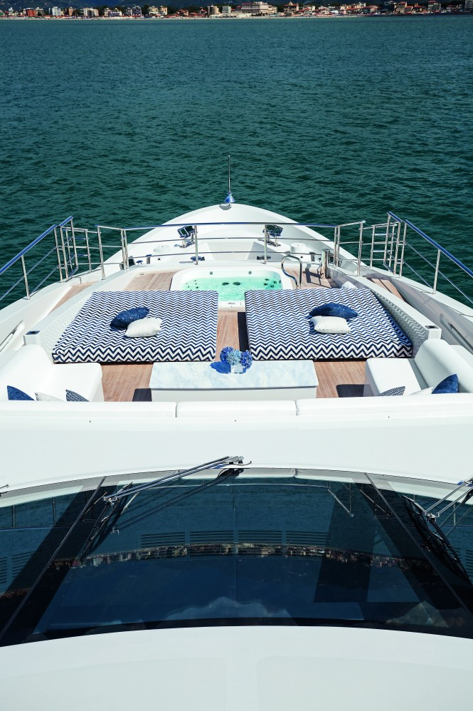M/Y H - Sundeck sunpads and Jacuzzi