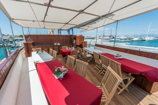Sailing yacht RHEA - Cockpit dining