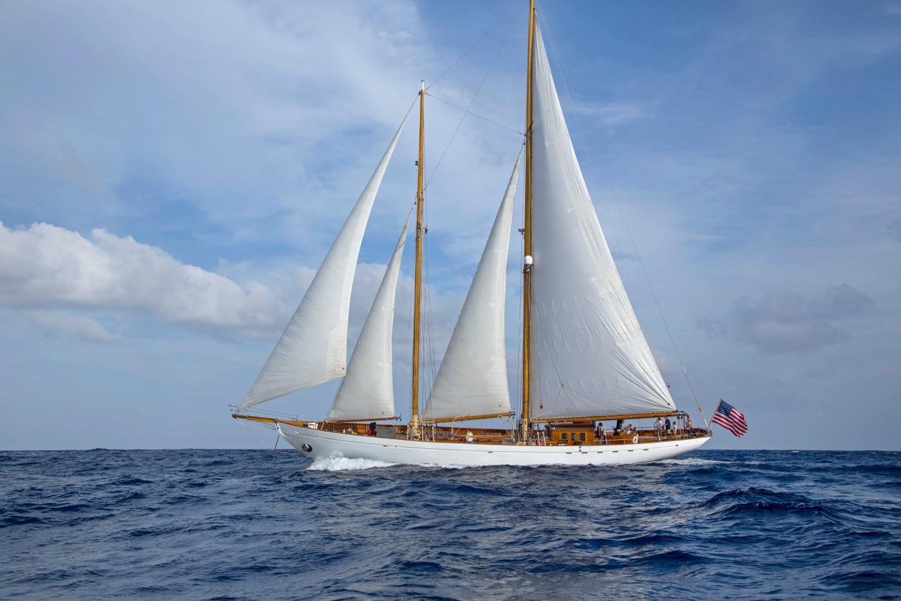 Yacht EROS under sail