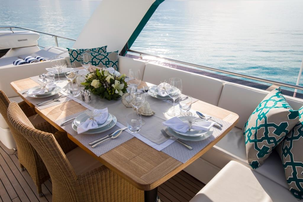 Motor Yacht LA VIE - Alfresco dining on the sundeck