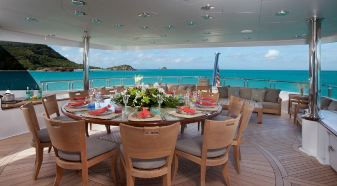Motor yacht IMPROMPTU - Alfresco dining and seating on the upper deck aft