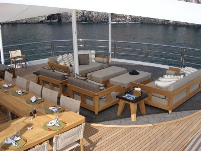 Motor yacht TV - Upper deck dining and outdoor lounging
