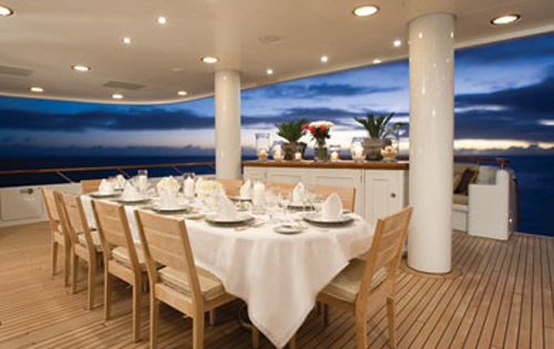 Motor yacht UTOPIA - Alfresco dining on the main deck aft