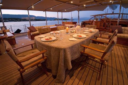 Sailing yacht ATHOS - Al fresco dining in the cockpit