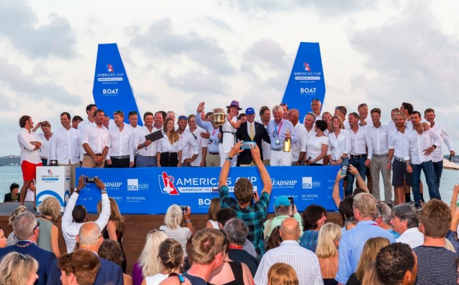 The LIONHEART crew celebrate winning the America's Cup Superyacht Trophy (ACEA 2017 Boat International, Carlo Borlenghi)