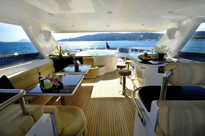 Motor yacht ANNABEL II - Sundeck Jacuzzi and bar