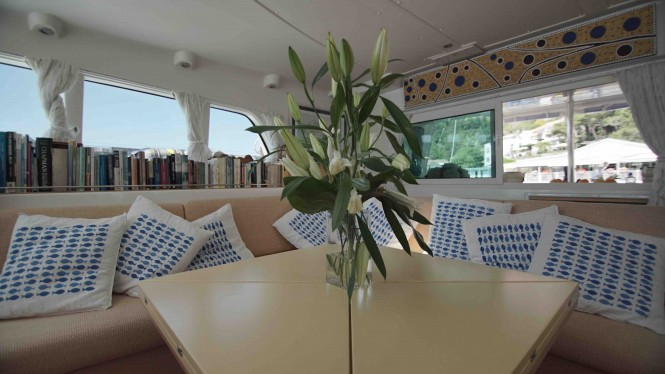 S/Y OMBRE BLU - Sofa and library