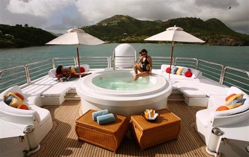 Superyacht LAZY Z - Sundeck and Spa Pool