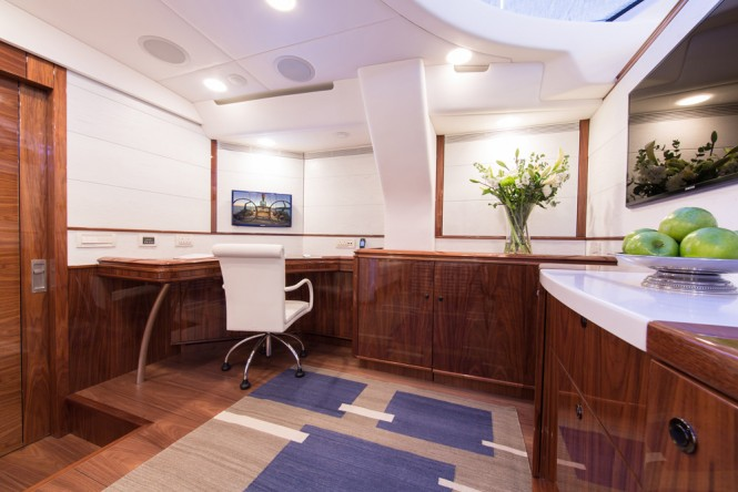 Superyacht PENELOPE - Lower salon office