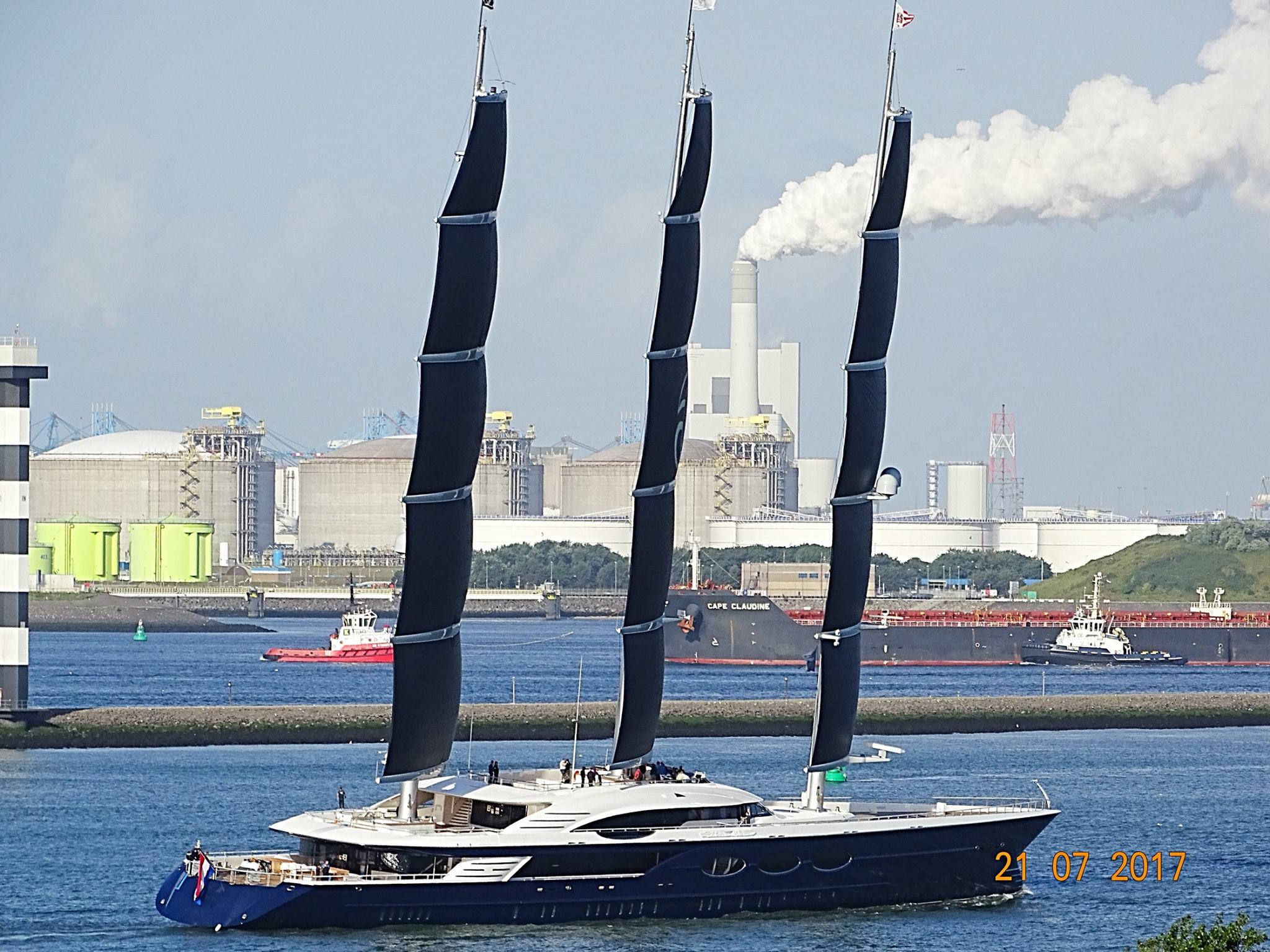 Black Pearl under sails  Photo credit Marcus Slabbers via Dutch