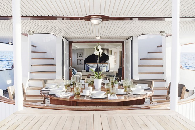 Classic motor yacht MENORCA - Al fresco dining. Photo credit: Mare e Terra