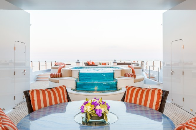 Luxury yacht LUCKY LADY - Sundeck alfresco dining and pool