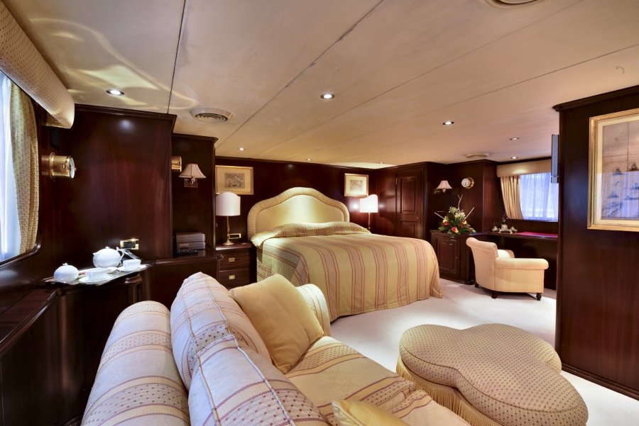 Master suite aboard luxury yacht COMMITMENT