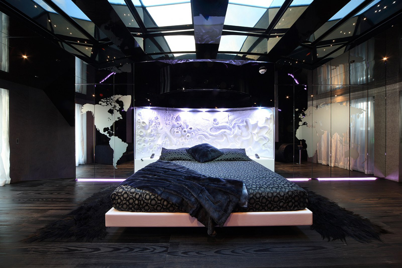 Mega yacht SEA FORCE ONE - Master suite. Photo credit Luca Dini Design