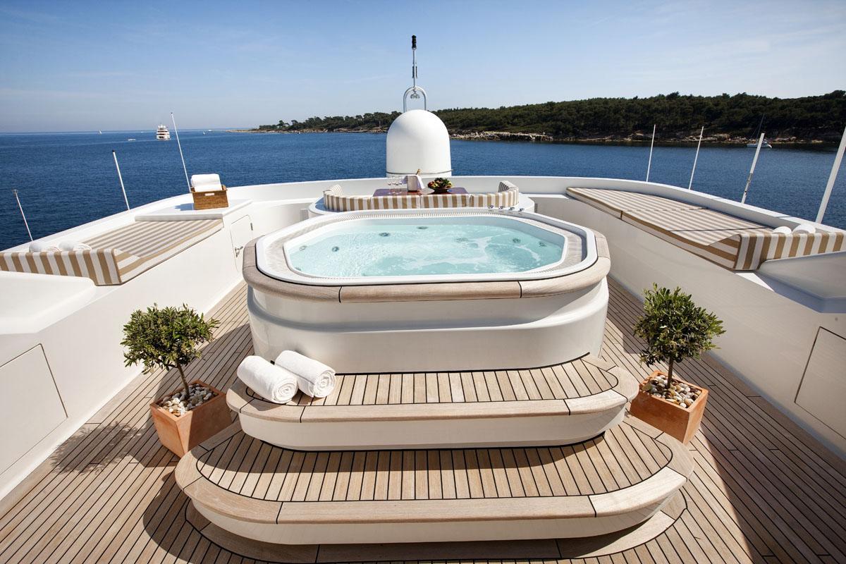 Motor Yacht MARLA - Sundeck Jacuzzi