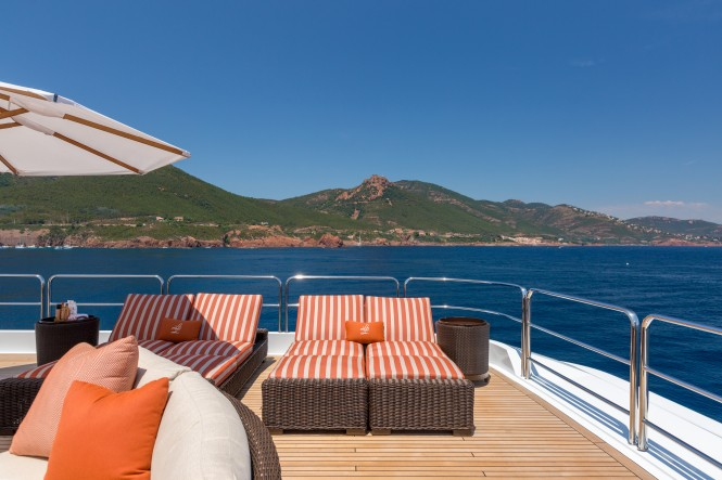 Motor yacht LUCKY LADY - Aft deck sun lounging
