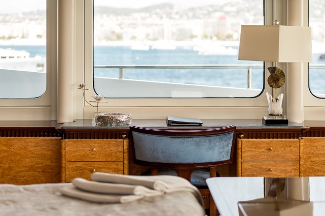 Motor yacht LUCKY LADY - Master suite details