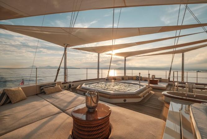 Motor yacht NERO - Sundeck spa pool and sunpads