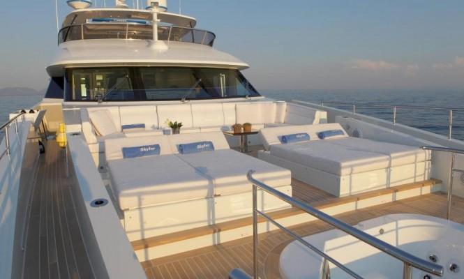 Motor yacht SKYLER - Bow sunpads and Jacuzzi