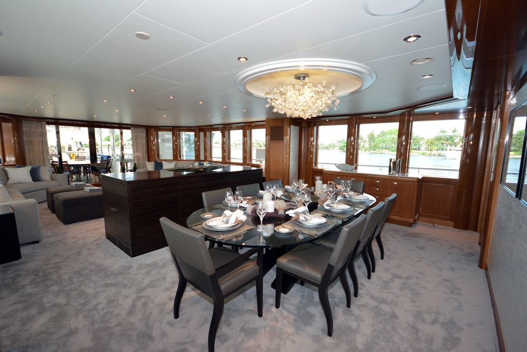 Superyacht AQUAVITA - Formal dining area