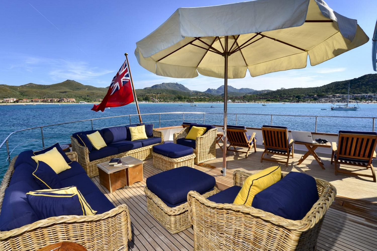 Superyacht COMMITMENT - Upper deck lounging area