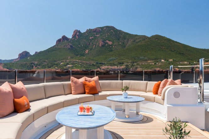 Superyacht LUCKY LADY - Fantastic views seated on the sundeck forward