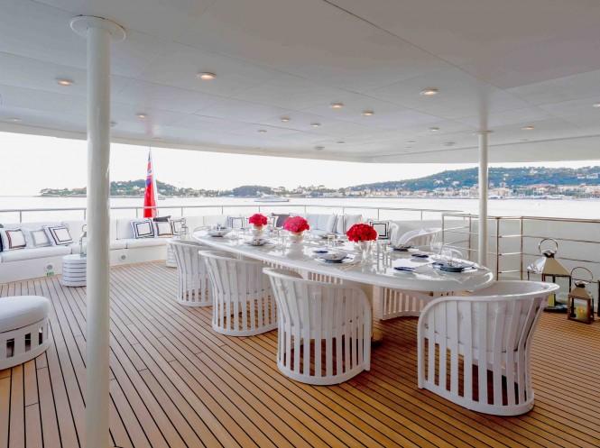 Superyacht MISCHIEF - Upper deck alfresco dining
