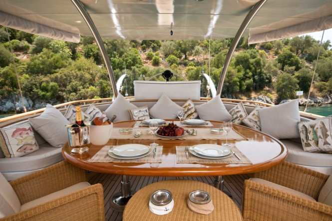 Superyacht SILVER MOON - Alfresco dining aft