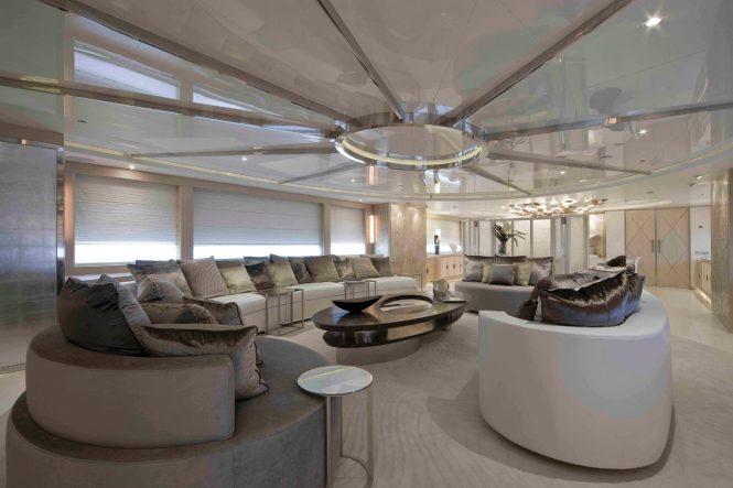 Luxury yacht LIGHT HOLIC - Main salon