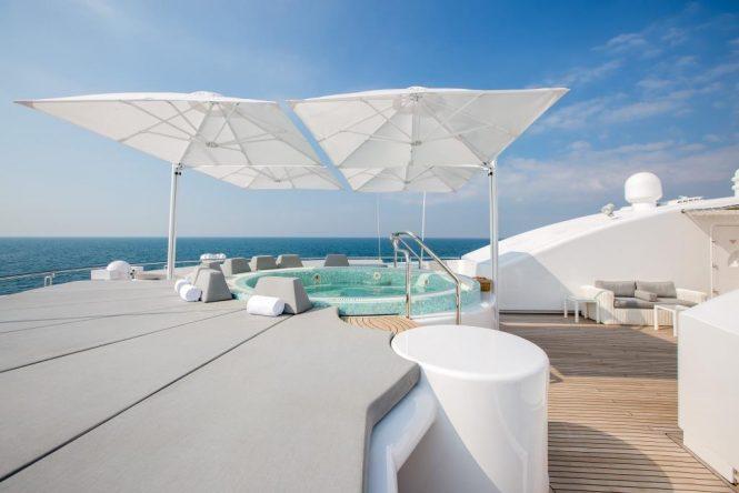 Luxury yacht MOONLIGHT II - Sundeck Jacuzzi and sunpads