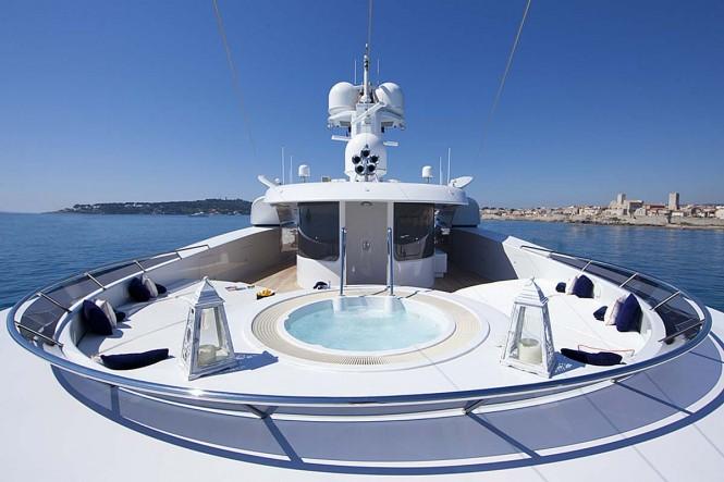 Luxury yacht SARAH - Jacuzzi and sunpads