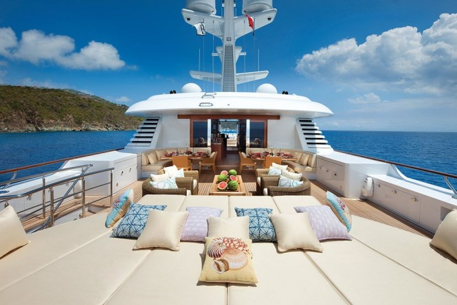 M/Y LADY BRITT - Sundeck sunpads and alfresco lounge