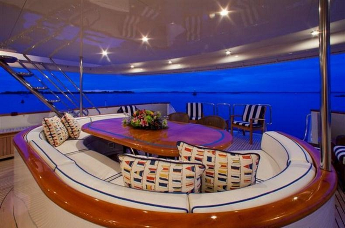 M/Y RENA - Aft deck alfresco dining