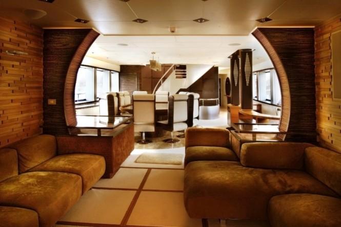 Motor yacht BLUE MAMBA - Salon and formal dining area