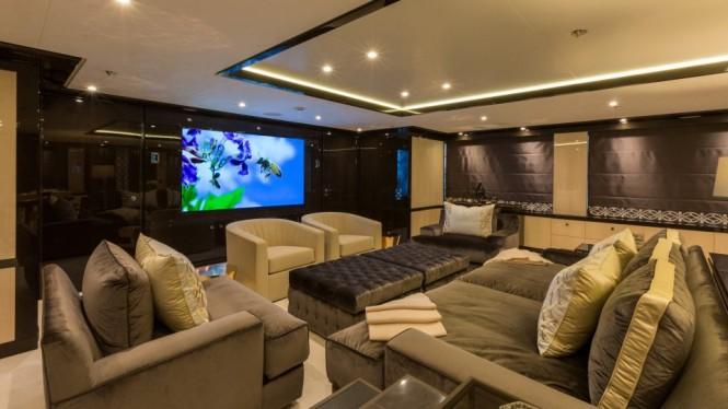 Motor yacht ELIXIR - Skylounge cinema setup