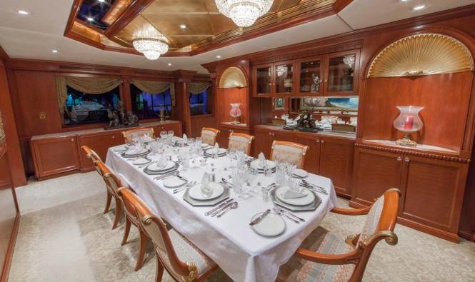 Motor yacht RELENTLESS - Formal dining area