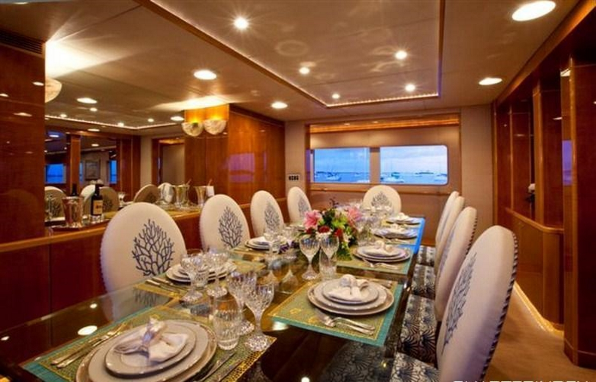 Motor yacht RENA - Formal dining area