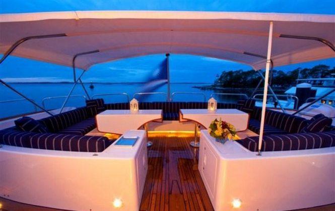 Motor yacht RENA - Sundeck