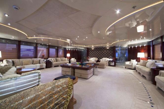 Motor yacht SARAH - Main salon view forward