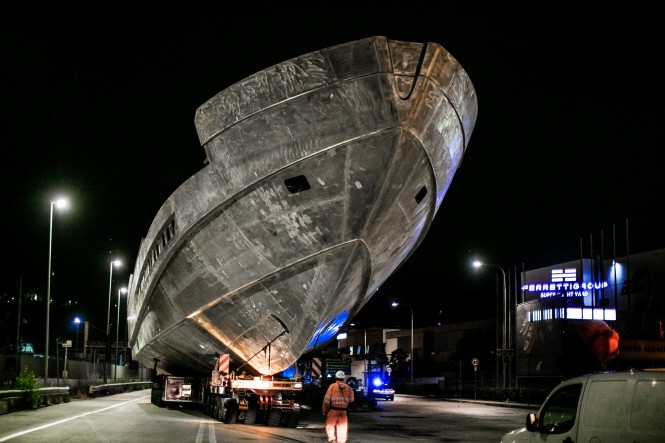 Pershing 140 aluminium hull during transport